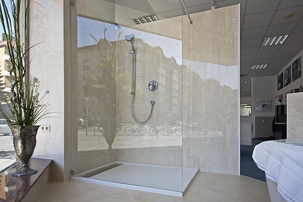 Badezimmerausstellung für hochwertige Bäder und langlebige Fliesen in Berlin Charlottenburg.