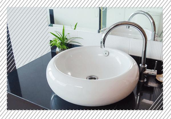 Moderne Waschbecken- & Badewannenarmaturen in unseren Badausstellungen für Musterbäder. Besuchen Sie und in Berlin & Brandenburg.